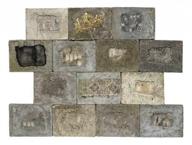 Maria Lai, Muro, 1989-90, mattonelle cemento e terracotta, cm 95 x 130