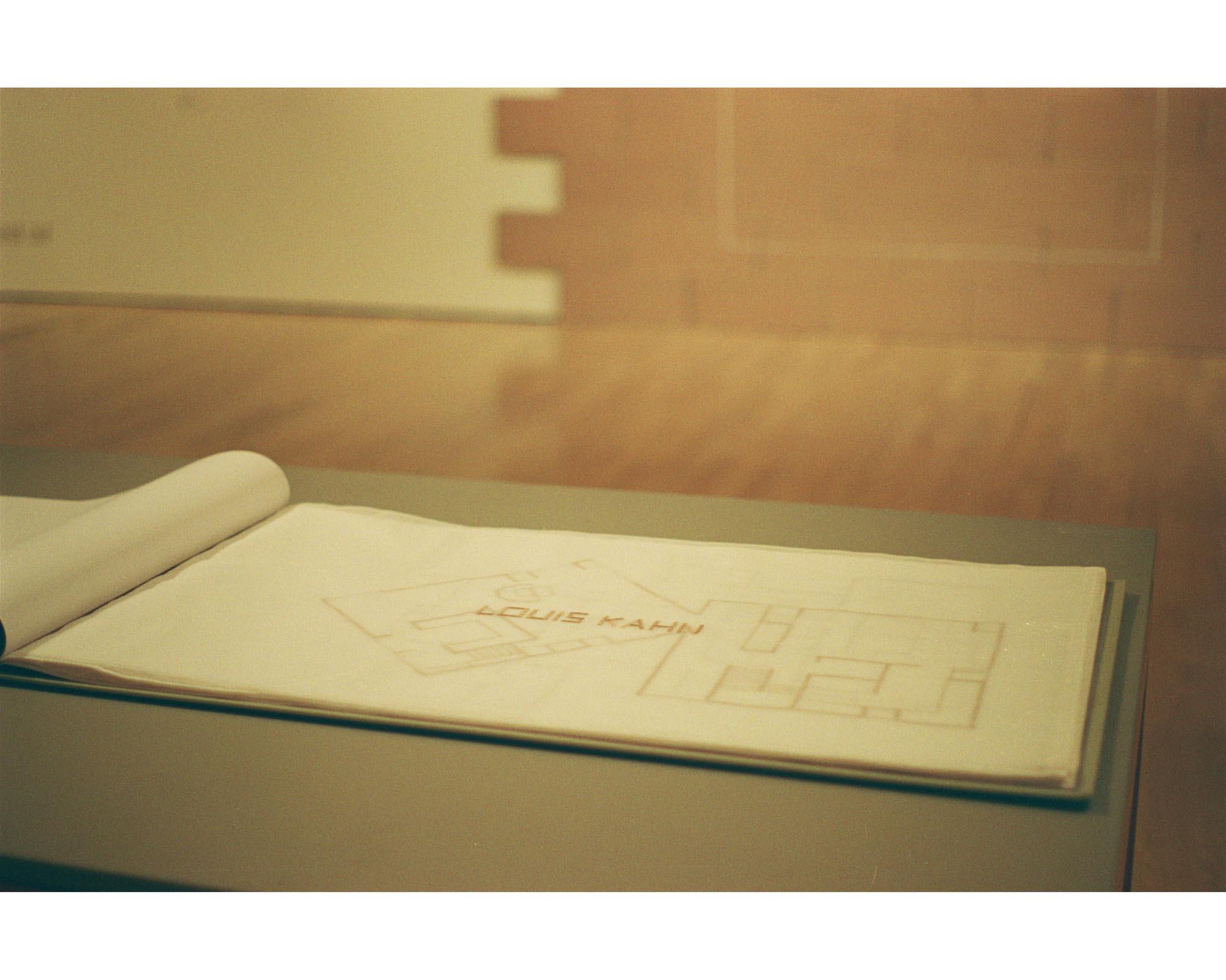 Architect Book, 2003, libro di tessuto aperto, pagine di tessile ricamato, cm 180 x 54